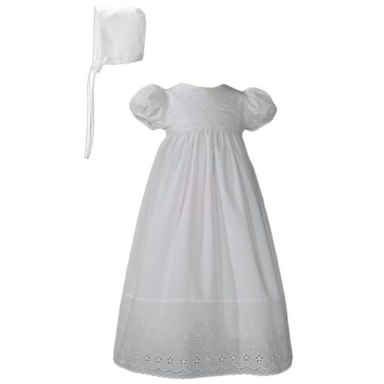 Robe traditionnelle en broderie anglaise
